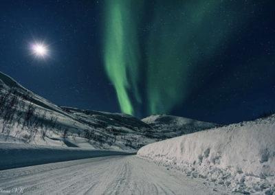 Noorderlicht bij halve maan, Tromsø, Noorwegen. Foto: Diana Venis-Kerkhoven